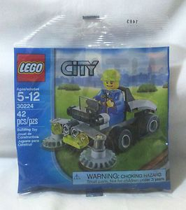 Lego City New 30224 Ride on Lawn Mower Promo Polybag XCLSV 2013 Riding Combship