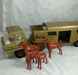 Vintage 1960s Structo Turbine Vista Dome Horse Van Truck Trailer Toy