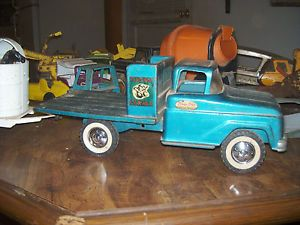 Vintage Tonka Farm Stake Truck and Horse Trailer