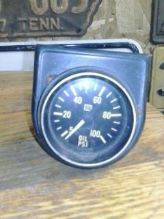 Vintage s w Stewart Warner Oil Pressure 0 100 PSI Gauge Rat Hot Rod Scta Chevy