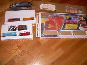 67 Piece Bachman Train Set Shooting Star Model 00601 Disel Engine w 3 Cars