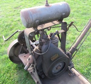 Antique Briggs Stratton Model PB Engine Moto Mower Hit Miss Motor Wheel