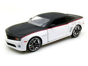 Jada LoPro 2010 Chevy Camaro SS Custom Wheels Black White 1 18 Diecast Car