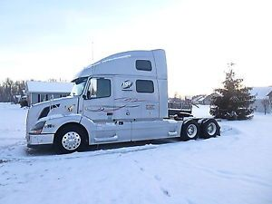 2011 Volvo Automatic 780 D13 Semi Tractor Truck 2 Bunks Heater Table Refrig