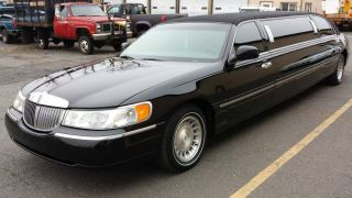 Lincoln Town Car Executive Limo Limousine