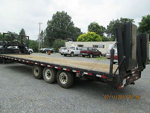 2004 PJ Gooseneck Flatbed Trailer with Heavy Duty Ramps