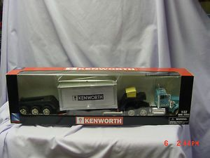 Kenworth W900 Blue Truck and Flatbed Trailer 1 32