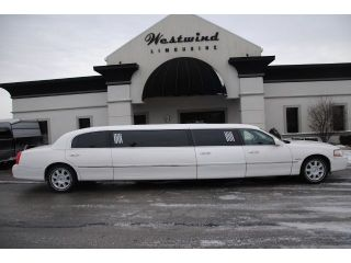Limo Limousine Lincoln Town Car 2007 White Luxury Stretch Mega Stagecoach Good