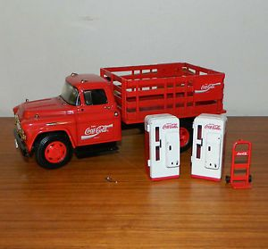 Ertl 1957 Chevrolet Coca Cola Stake Truck with 2 Vending Machine Hand Truck