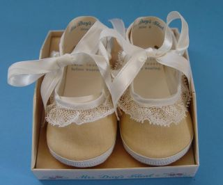 Vintage Mrs Day's Ideal Baby Crib Shoe Size 0 White Linen Canvas Doll Lace Bow