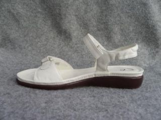 New Easy Spirit Womens White Leather Ankle Strap Sandal 11 W