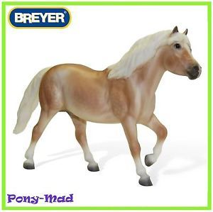 Breyer Traditional Model Horse Toy Strikey 1415 UK EX