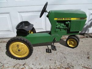 Vintage Ertl John Deere 520 Ride on Tractor Pedal Car Toy