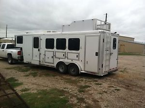 3 Horse Slant Gooseneck Horse Trailer with Living Quarters