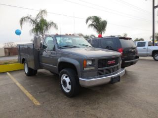 3500HD 1 Ton Dual Rear Wheel Diesel Utility Bed Good Work Truck