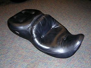 Harley Davidson Pillow Look Seat Road King for 97 07 FLHX FLHR 51102 01A