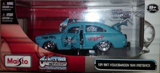 Maisto Custom Shop 1967 Volkswagen 1600 Fastback 1 24
