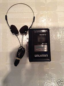 Sony Walkman Wm AF42 Am FM Radio Cassette Player w Auto Reverse Headphones