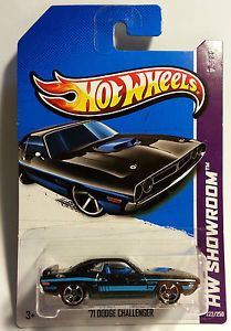 "2013 Hot Wheels "" '71 Dodge Challenger "" HW Showroom New Int Case M 1 64"